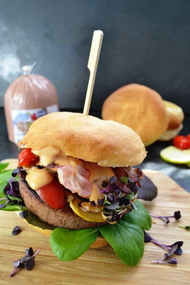 Pfälzer Leberrollen- Burger mit Zwiebel und Apfel