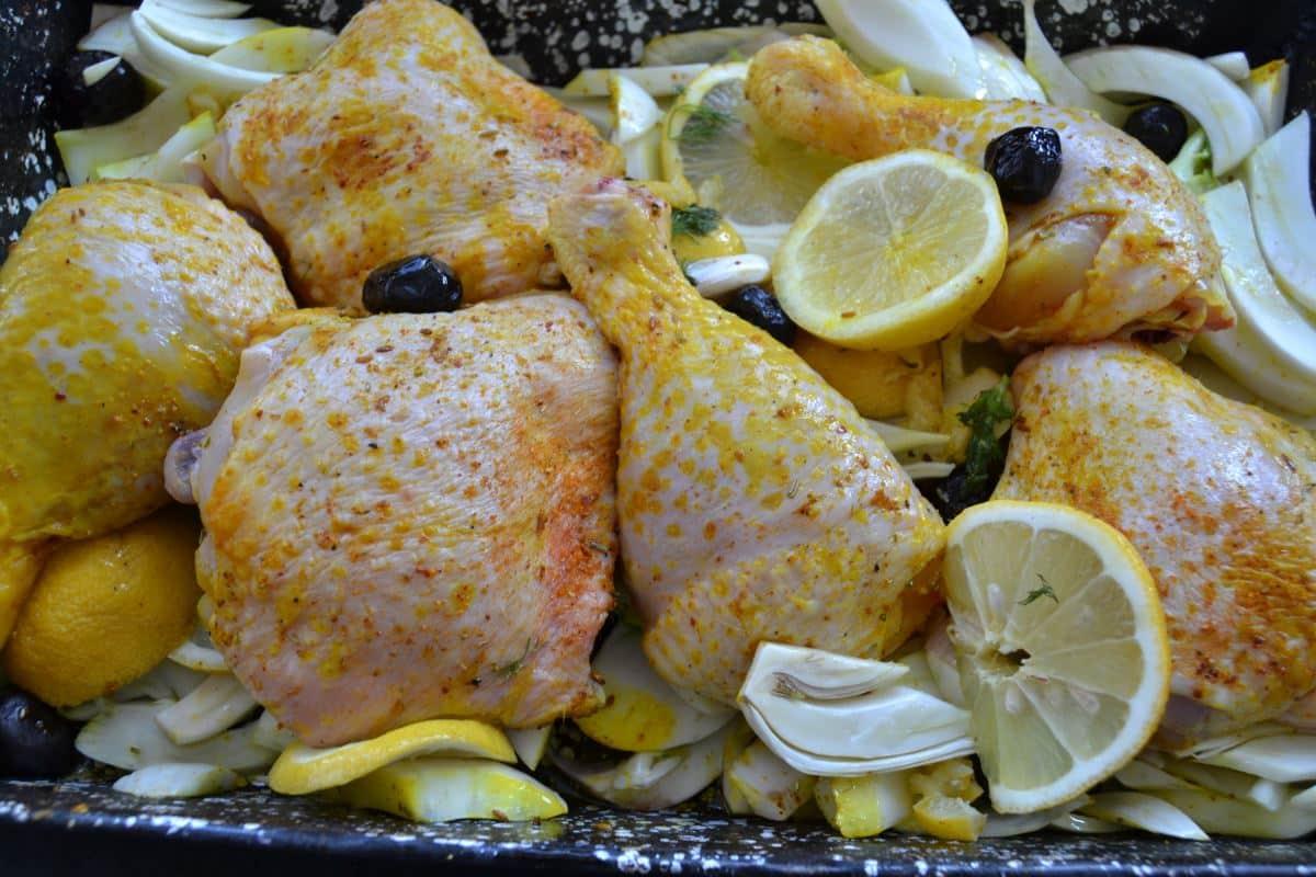 Zitronen-Hähnchenschenkel mit Fenchel