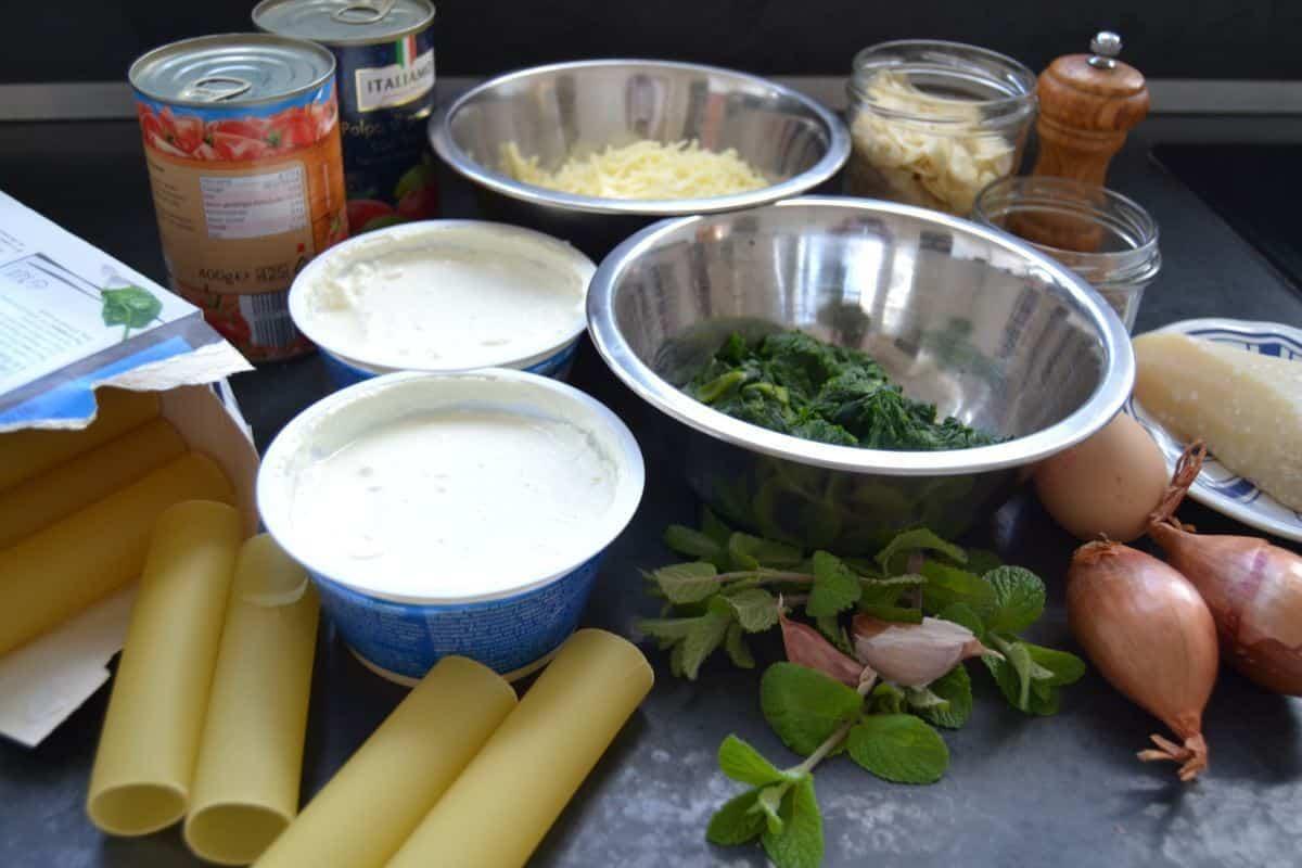 Cannelloni, Spinat. Ricotta, Käse und Tomaten