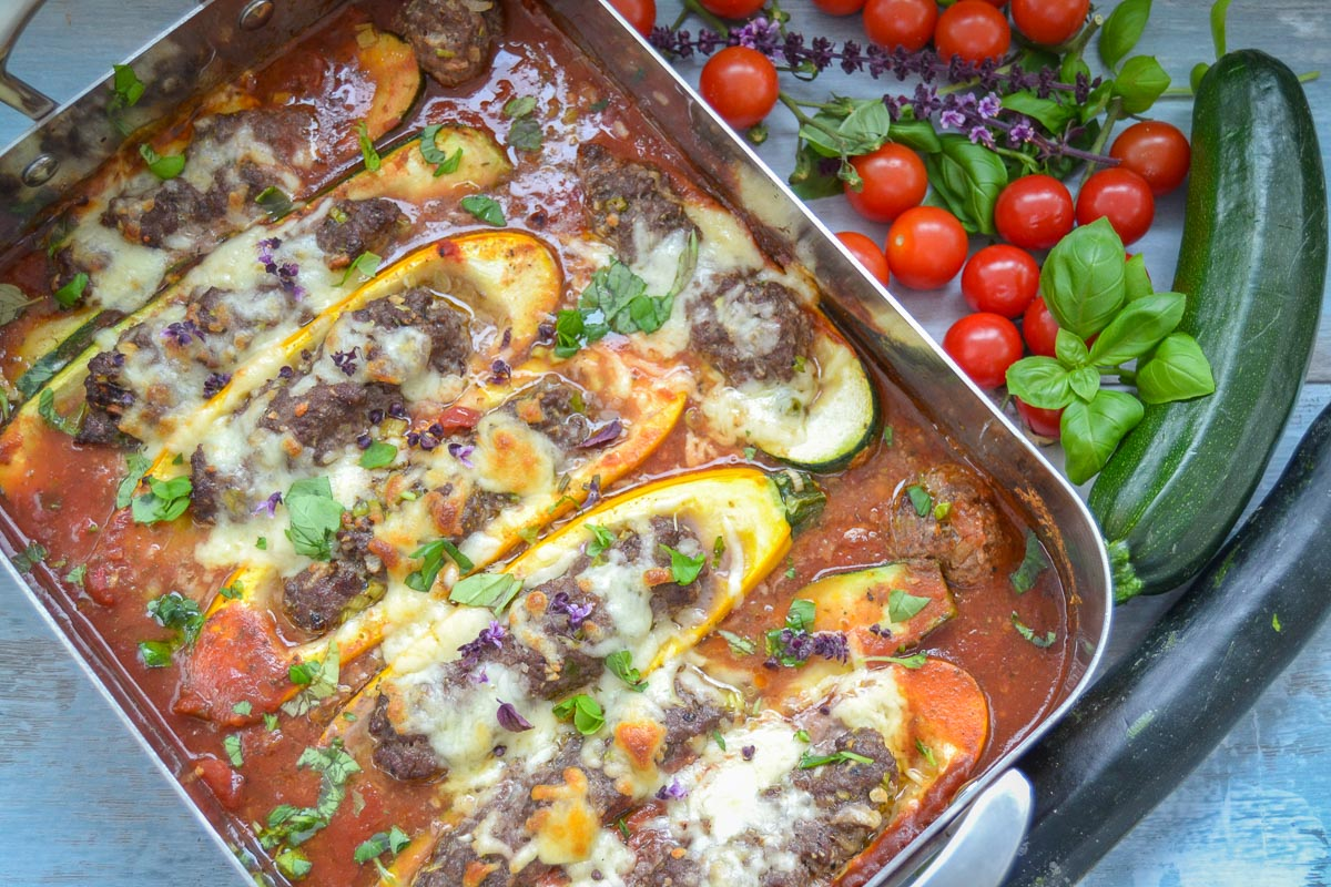 Gefüllte Zucchini mit Hackfleisch überbacken mit Mozzarella