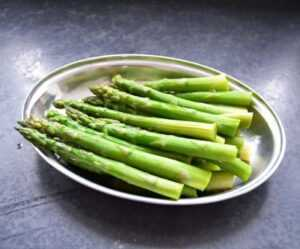 gekochter grüner Spargel