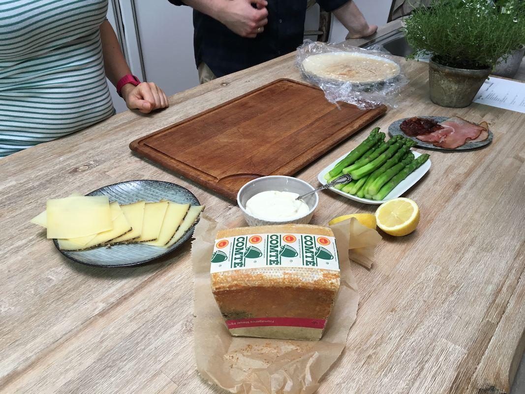 Comté Käse, Spargel , Crepe und Schinken