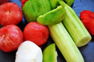 Tomaten , Paprika , Gurke , Zwiebel , Knoblauch , Brot geschält für Gazpacho Suppe