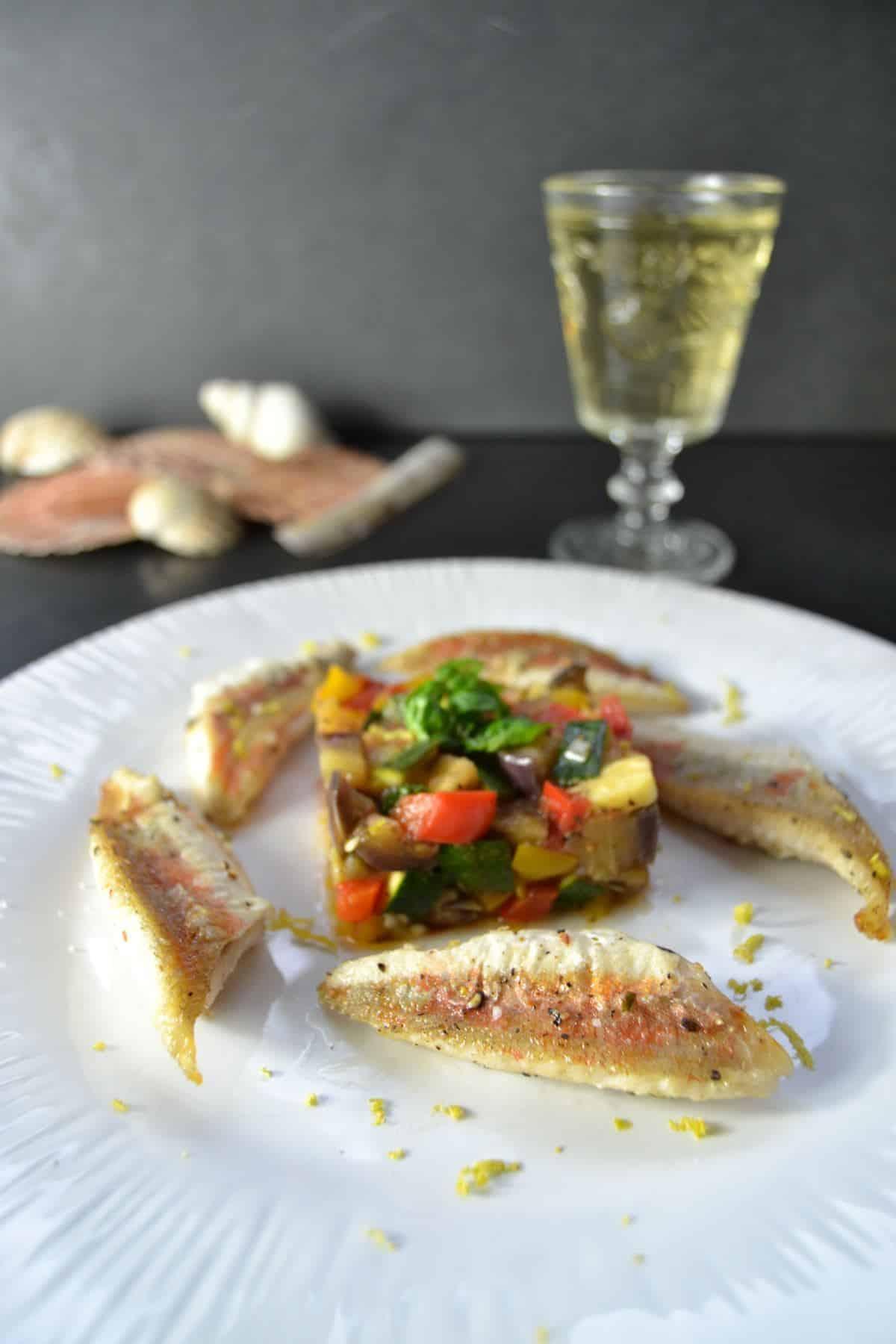 gebratene Rotbarbenfilets mit Ratatouille
