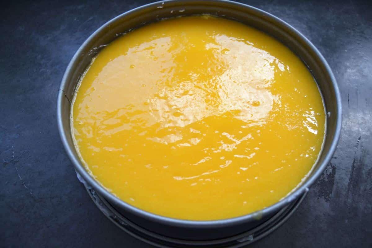 Mango-Kokostorte mit Fruchtspiegel
