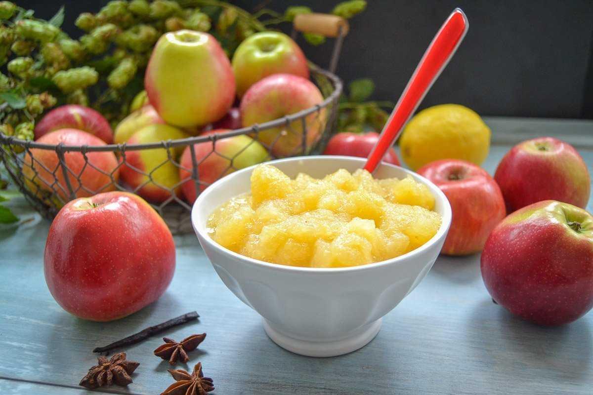 Selbstgemachtes Apfelmus einfaches Rezept mit Vanille