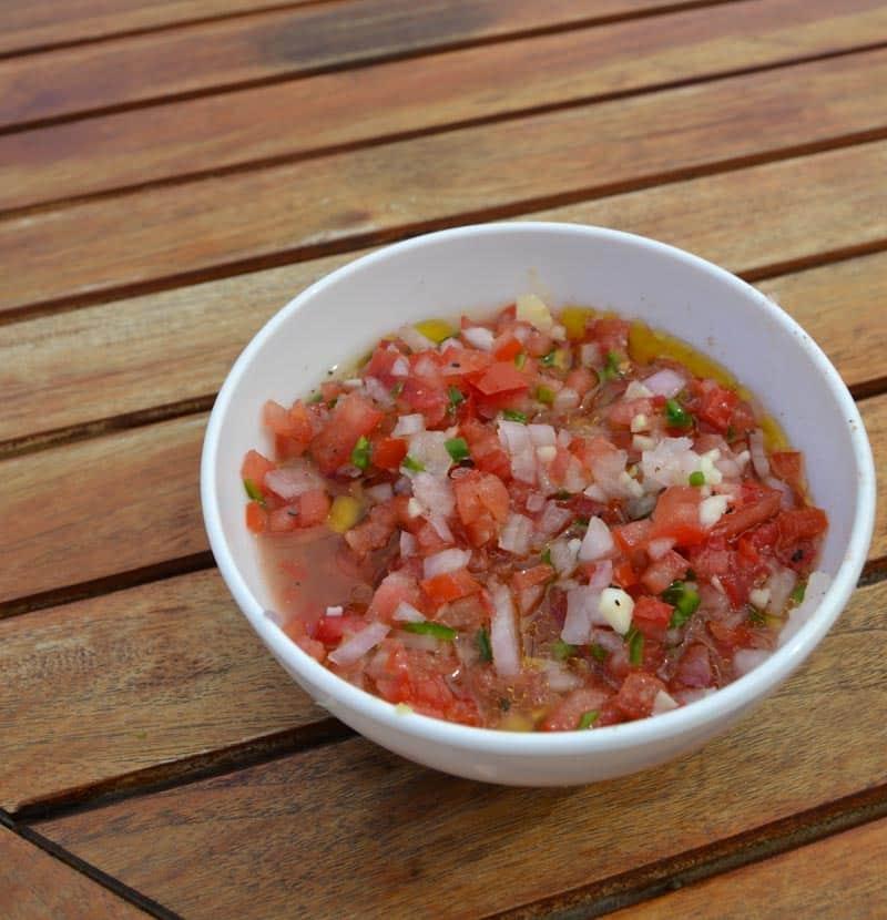 Tomaten-Zwiebelwürfel Dressing