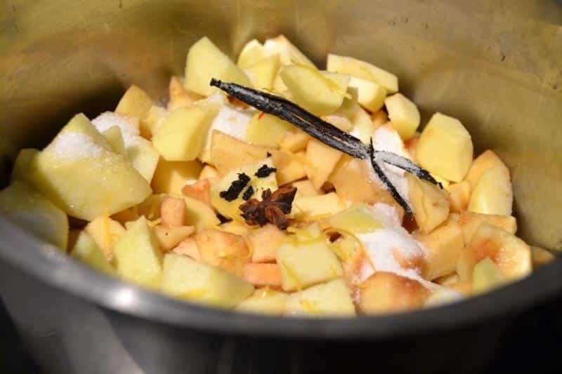 Vanille-Apfelmus mit Zimt und Sternanis