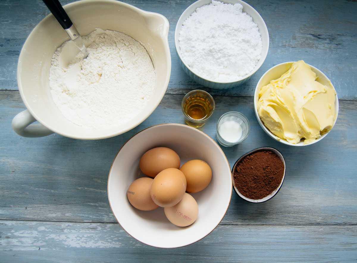Zutaten Marmorkuchen Mehl, Eier, Butter, Zucker und Kakaopulver
