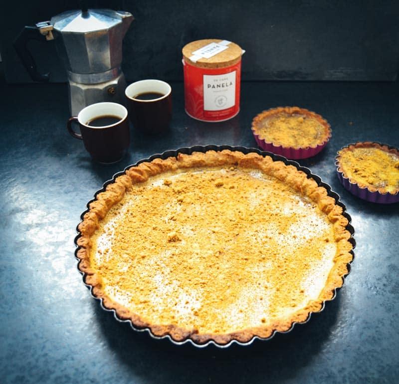 Creme-brulee-Tarte mit Panela de caña