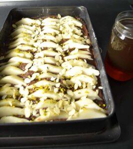 Schokoladen-Birnenkuchen mit Mandeln