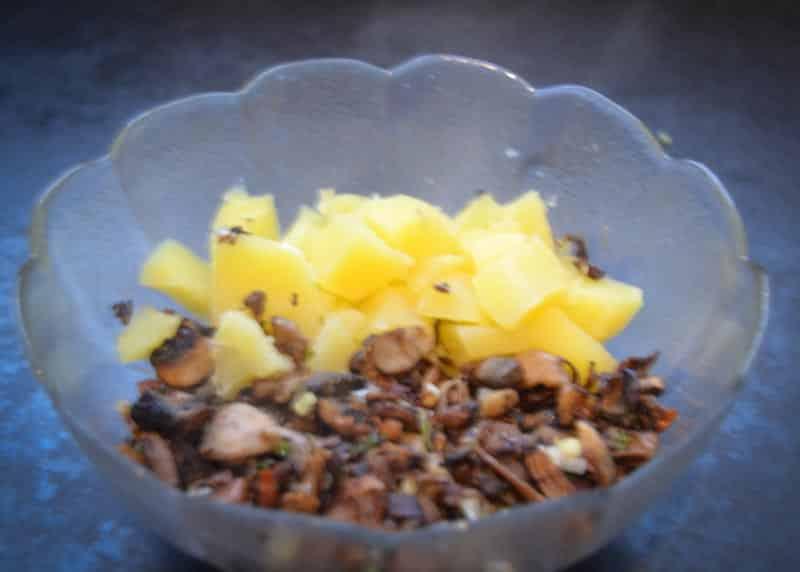 gebratene Pilze und Kartoffeln