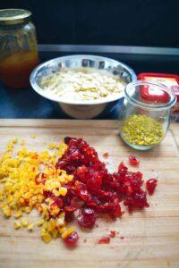 kandierte Orange und Kirschen, Pistazien, und Mandelblätter