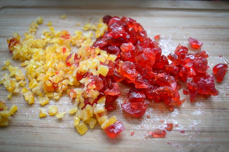 kandierte Orange und Kirschen kleingehackt
