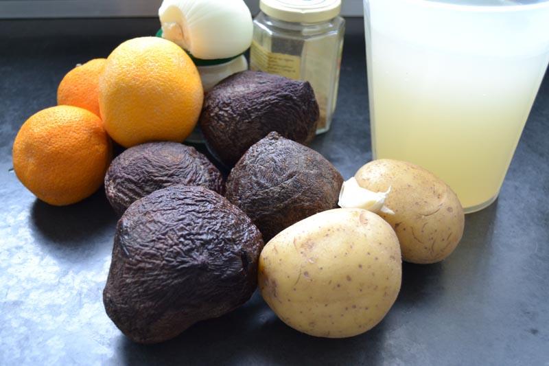 Orangen, rote Beete, Kartoffeln , Zwiebel und Hühnerbrühe