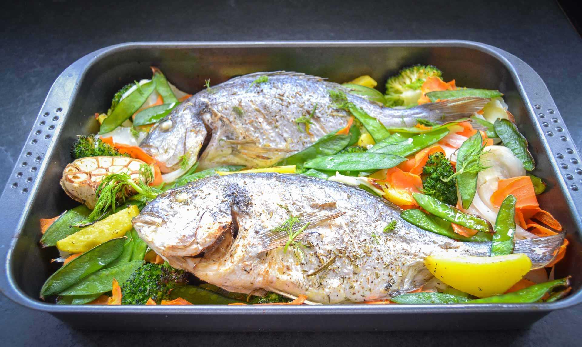 Dorade Rezept mit Fenchel, Möhre, Broccoli, Erbsenschoten