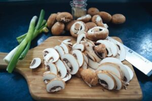 geschnittene braune Champignons