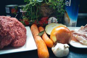 Rindfleisch, Möhre, Tomaten, Zwiebel, Knoblauch