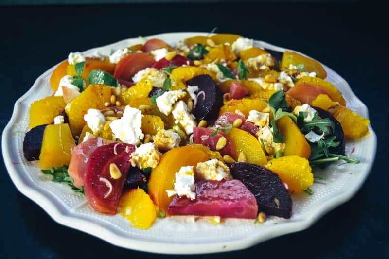 Bunter rote Bete Salat mit Feta und Orange