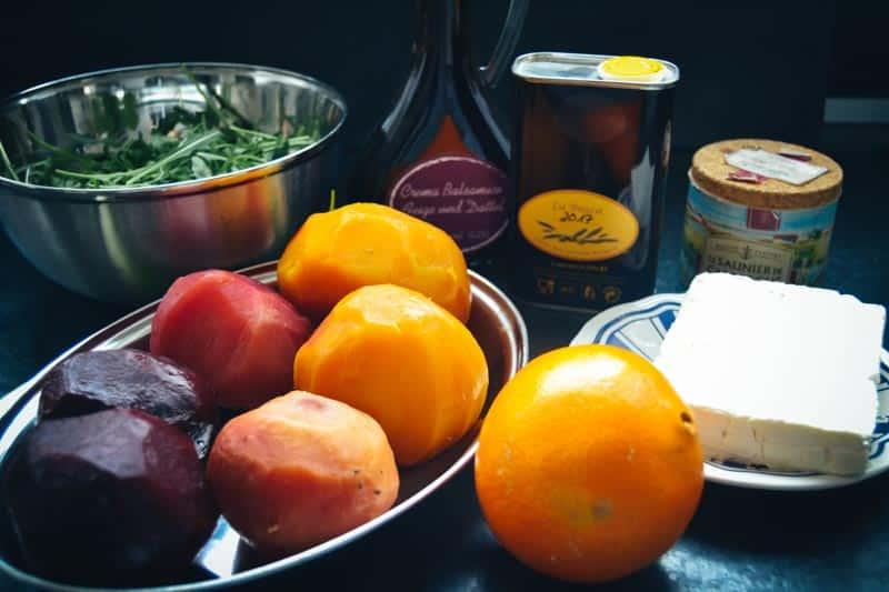 gekochte gelbe, rote und Ringelbete , Orange , Feta und Rucola