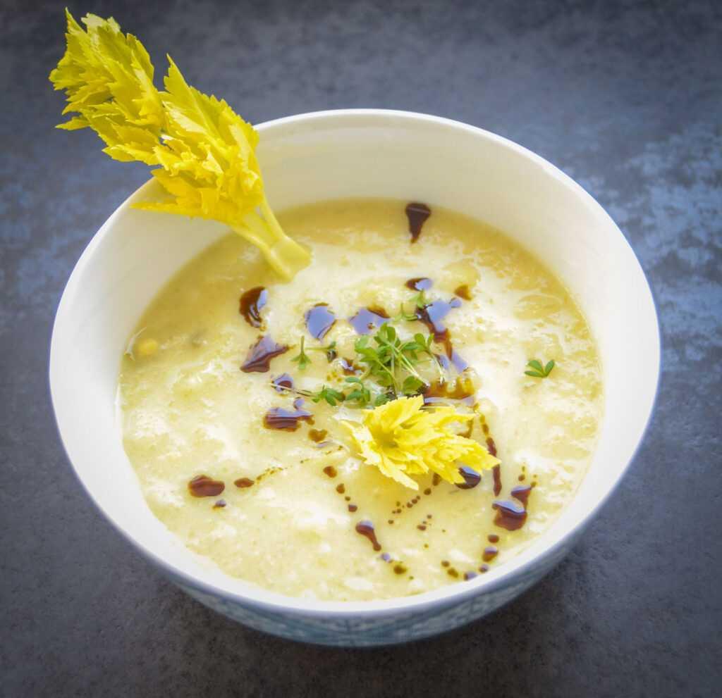 Vegane Sellerie Suppe mit Orange und Kokosmilch