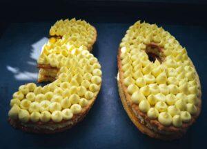 Geburtstagstorte Number Cake Zahlentorte mit Bisquit und Vanillecreme