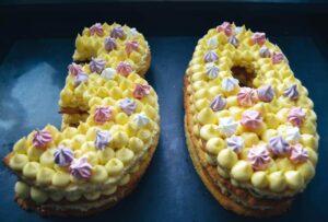 Geburtstagstorte Number Cake mit Baise und Vanillecreme