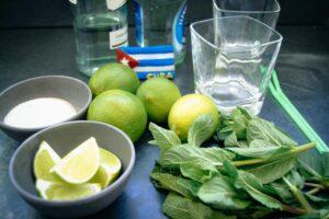 Rum, Limetten, Rohrzucker und Minze