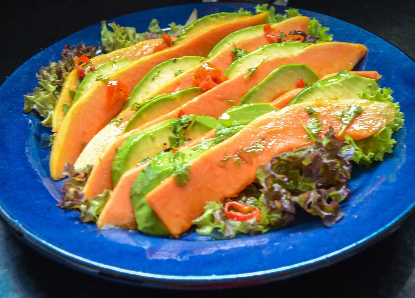 Papaya Avocado Salat mit Garnelen