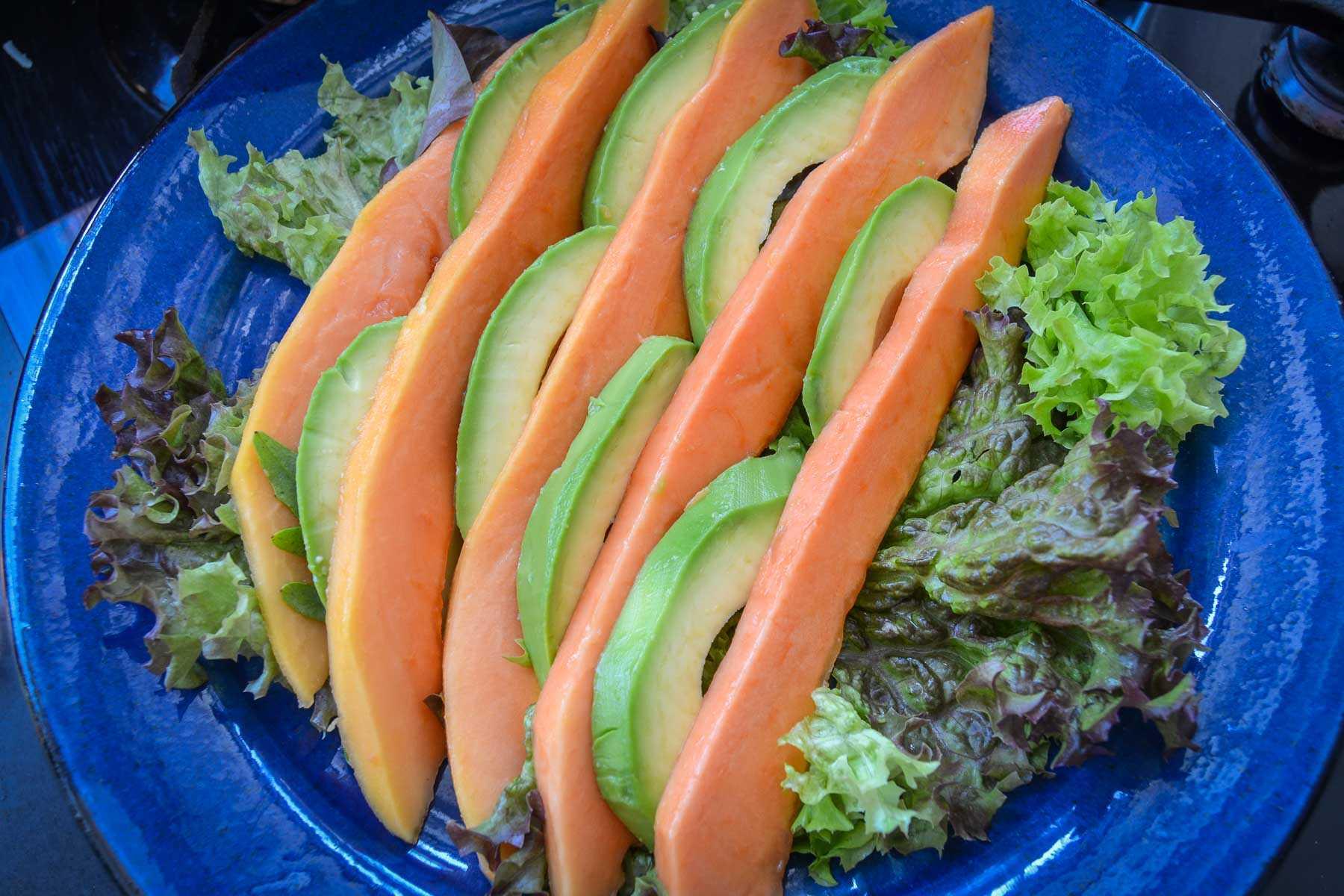 Sommer Salat mit Avocado und Papaya