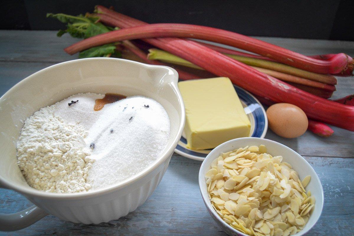 Zutaten Rhabarber, Mehl, Zucker, Vanille, Ei und Butter