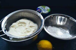 Joghurt, Sahne, Zitrone und Puderzucker
