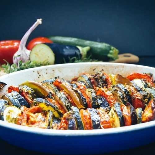 Gemüseauflauf mit Aubergine, Tomate und Zucchini