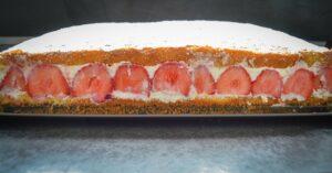 Käse-Sahne-Torte mit Erdbeeren
