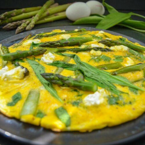 Omelette mit Bärlauch und Spargel