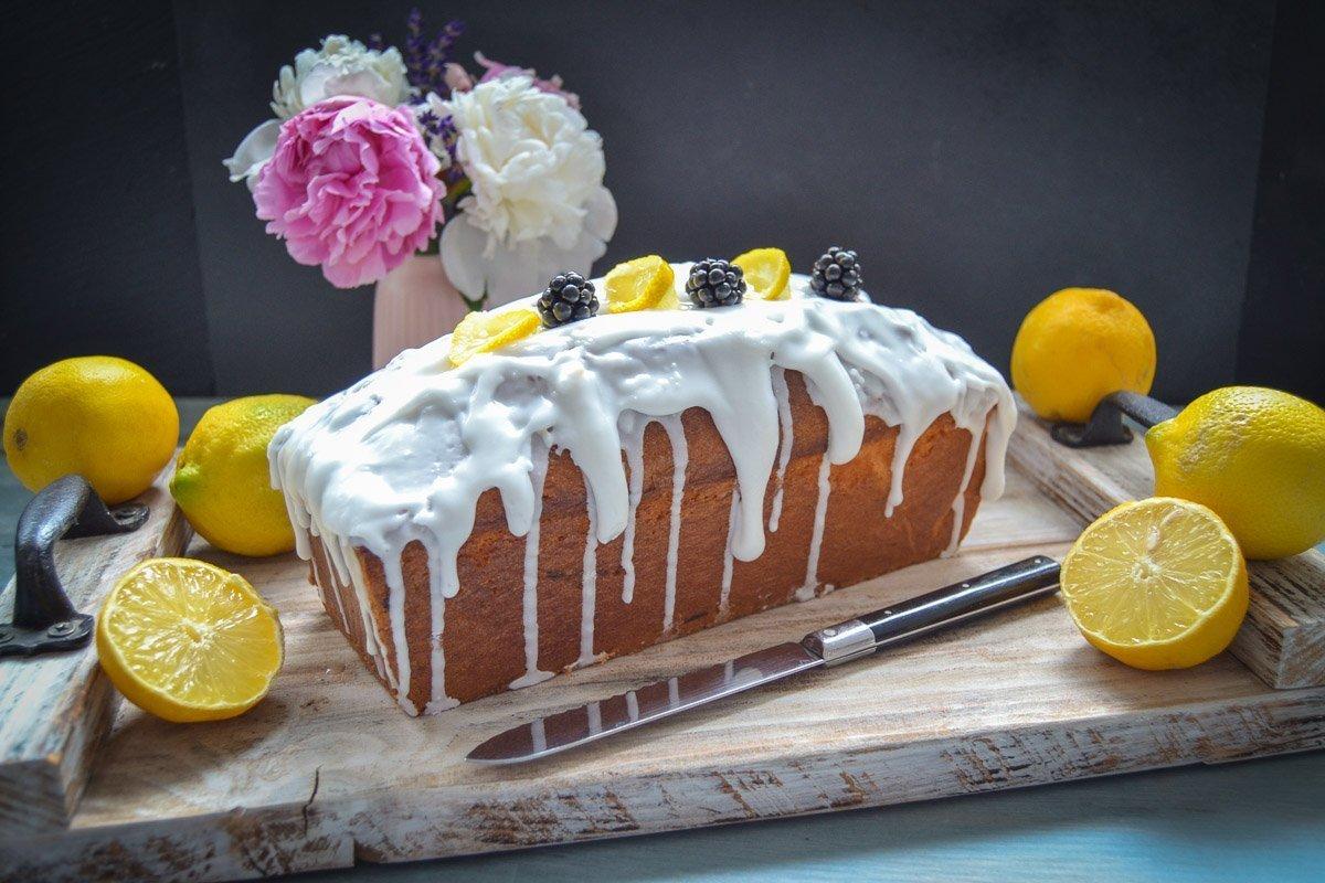 saftiger Zitronenkuchen einfaches Rezept mit Zuckerguss
