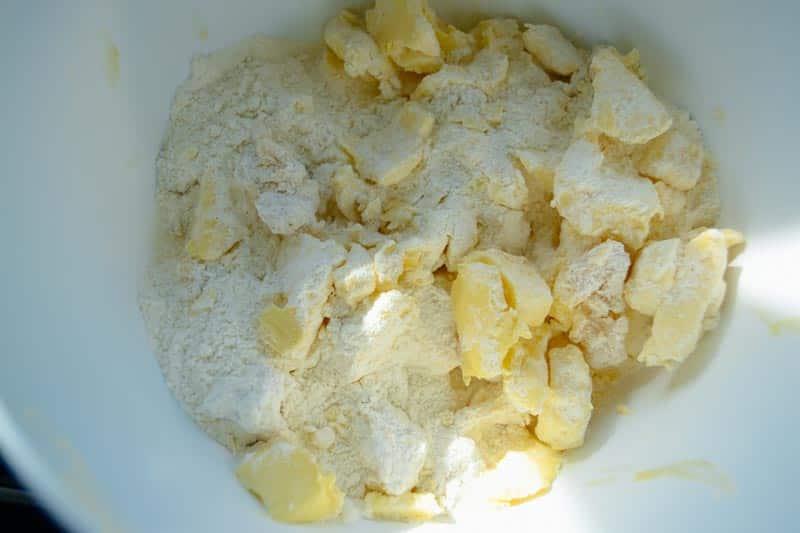 Mehl , Zucker, Marzipan und Butter