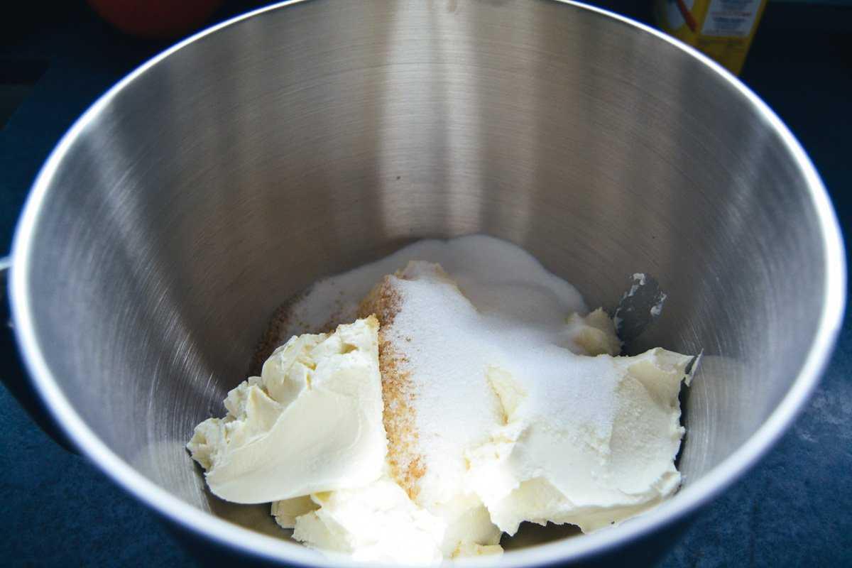 Frischkäse und Zucker verrühren