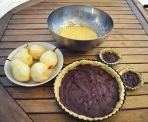 Tarteboden mit Schokoladencreme, Mandelcreme, Birnen