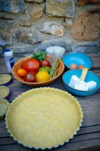 Tomaten, Tarteboden, Ziegenkäse, Eier, Salz