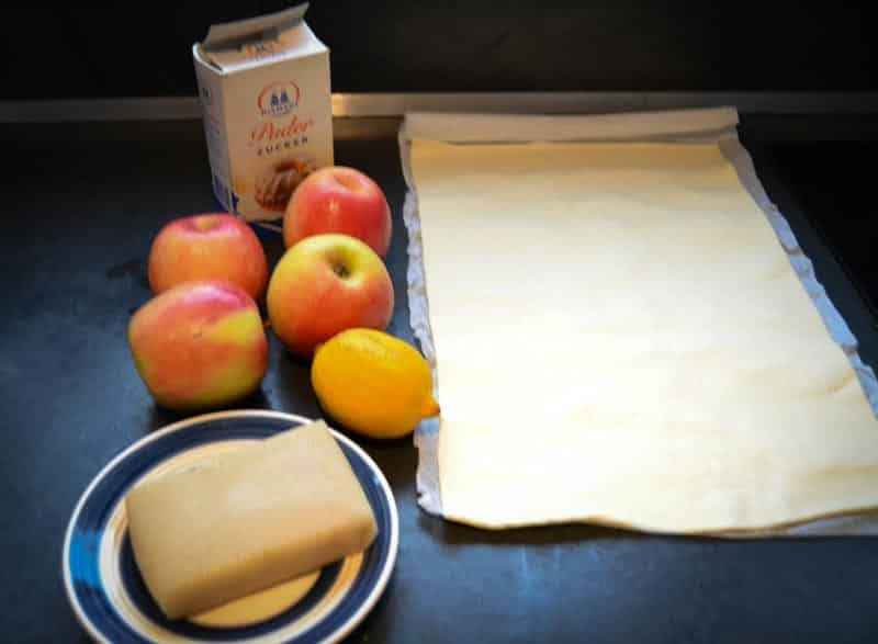 Äpfel , Blätterteig , Puderzucker , Marzipan