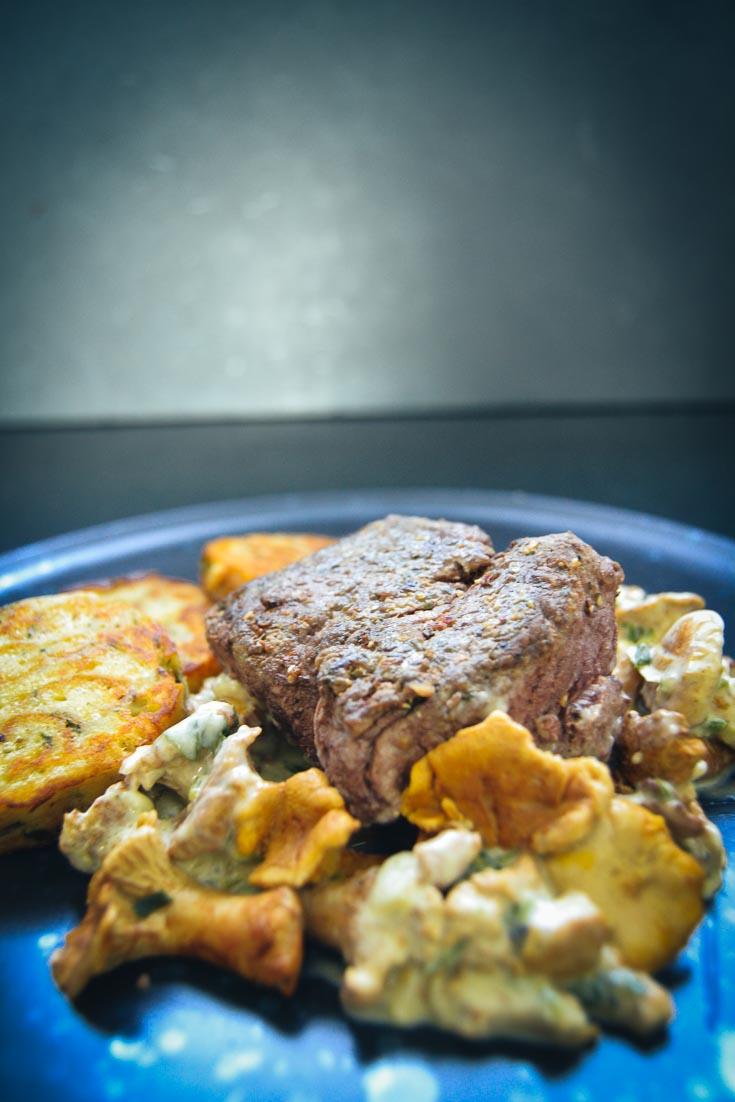 Rinderfiletsteak mit Pilzsauce und Serviettenknödel Rinderfilet zubereiten