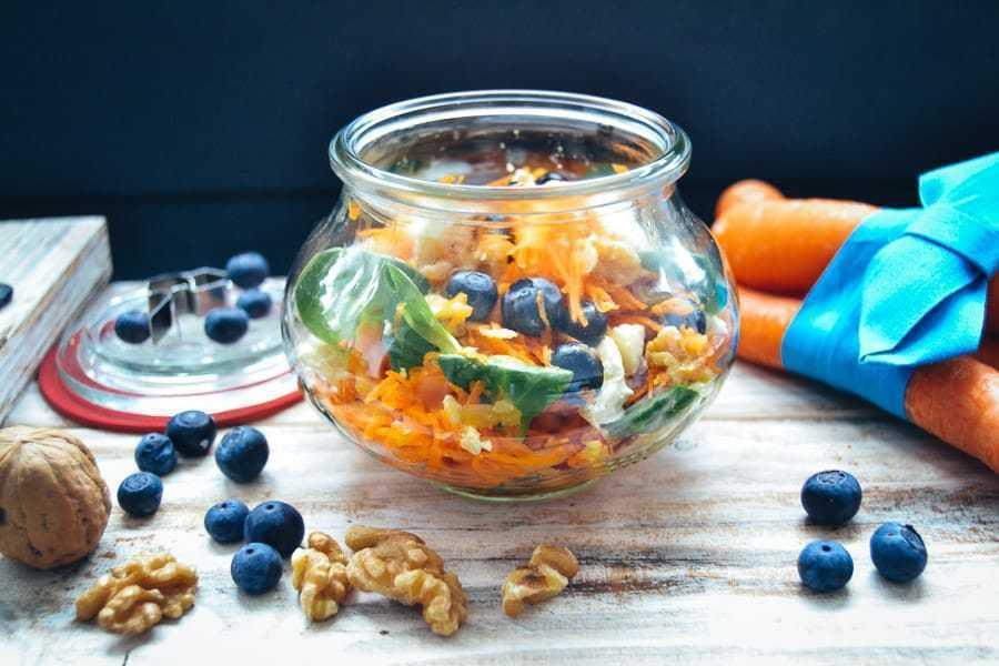 Karottensalat Rezept Möhrensalat mit Apfel und Blaubeeren