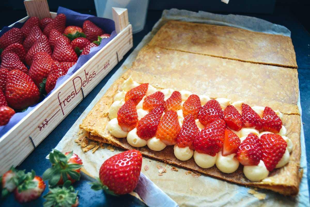 Mille Feuille Blätterteig Cremeschnitte mit Erdbeeren