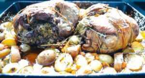 Lammkeule im Backofen gefüllt mit Kräutern