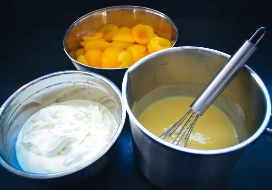 Vanillepudding, Schmand und Aprikosen