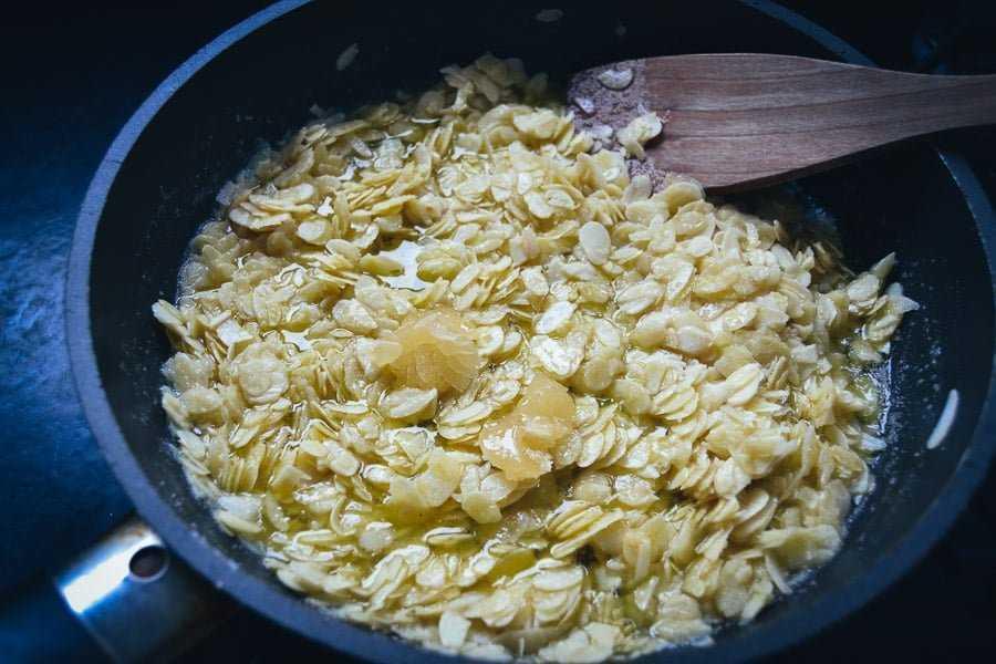 Mandel in Butter braten