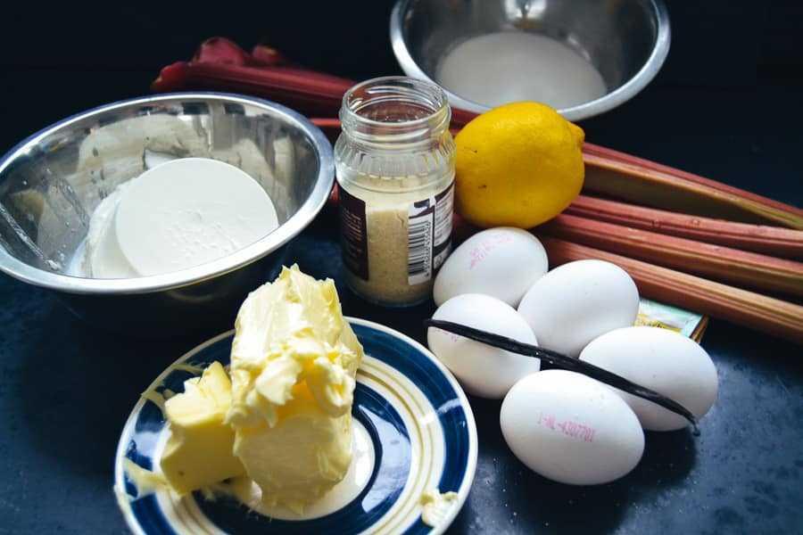 Rhabarber,Butter, Ricotta, Eier, Vanilleschote und Zitrone