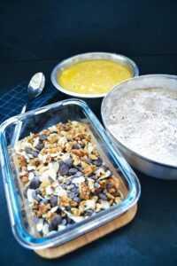 Nüsse und Schokolade Mehl und flüssige Butter