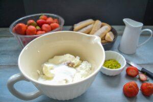 Zutaten Charlotte Quark, Sahne, Erdbeeren, Löffelbiskuit